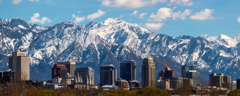 city view with mountain on the background in utah
