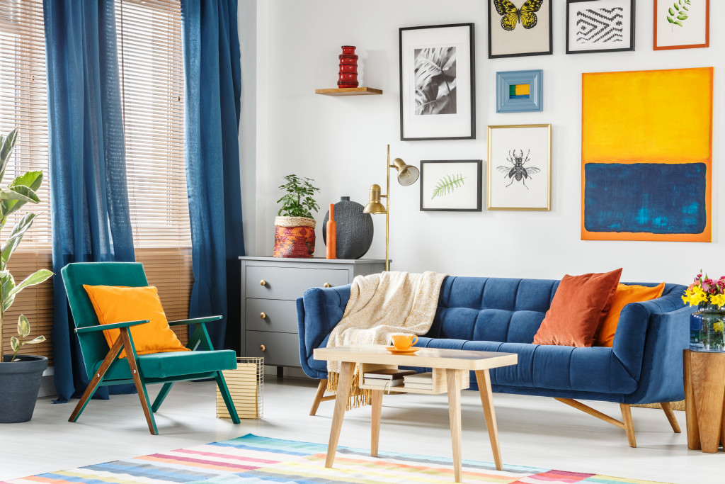 coordinating curtain and sofa color
